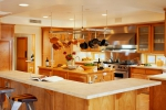 Огражденная кухня со стойкой