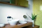 Ванная комната с красивыми умывальниками